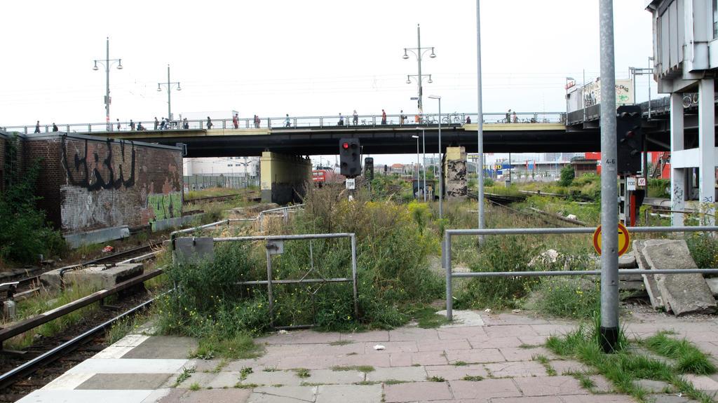 Berlin U-Bahn Stop by hwmbrogden on DeviantArt