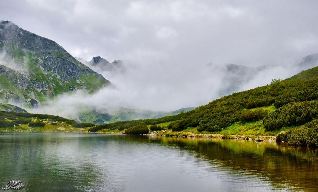 Mountains pond by miirex