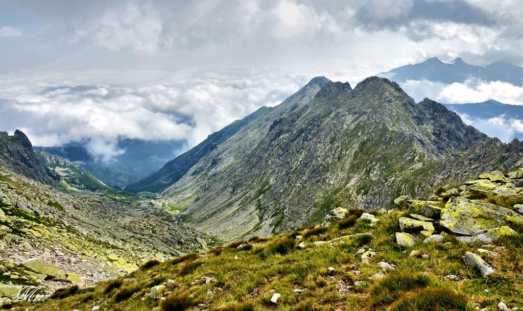 Mountain peak . by miirex