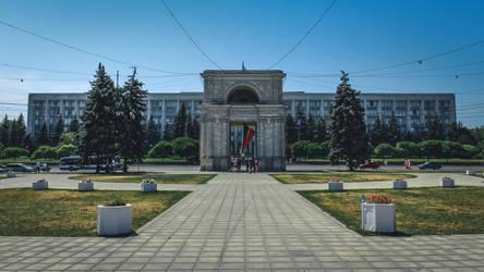 Triumphal arch Chisinau