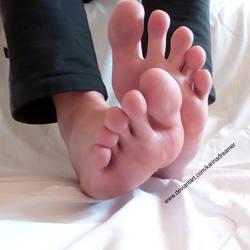 once again my  feet and toes - karinasfeet