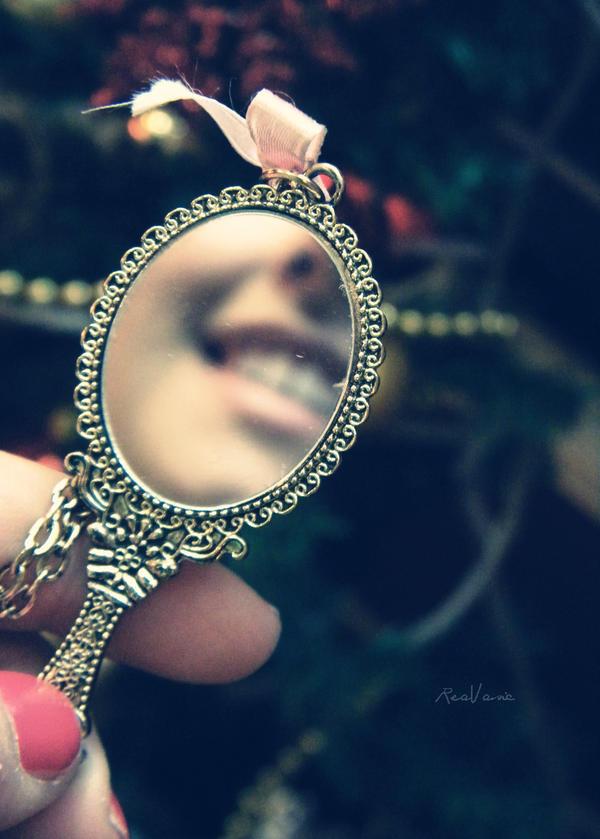 Mirror mirror... by Tharwaithiel
