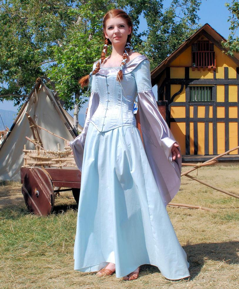 Medieval Gown 4 by Eveningarwen