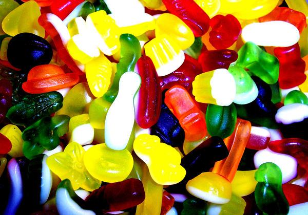 http://fc06.deviantart.com/fs22/i/2007/338/b/8/Sweets_by_alycece.jpg