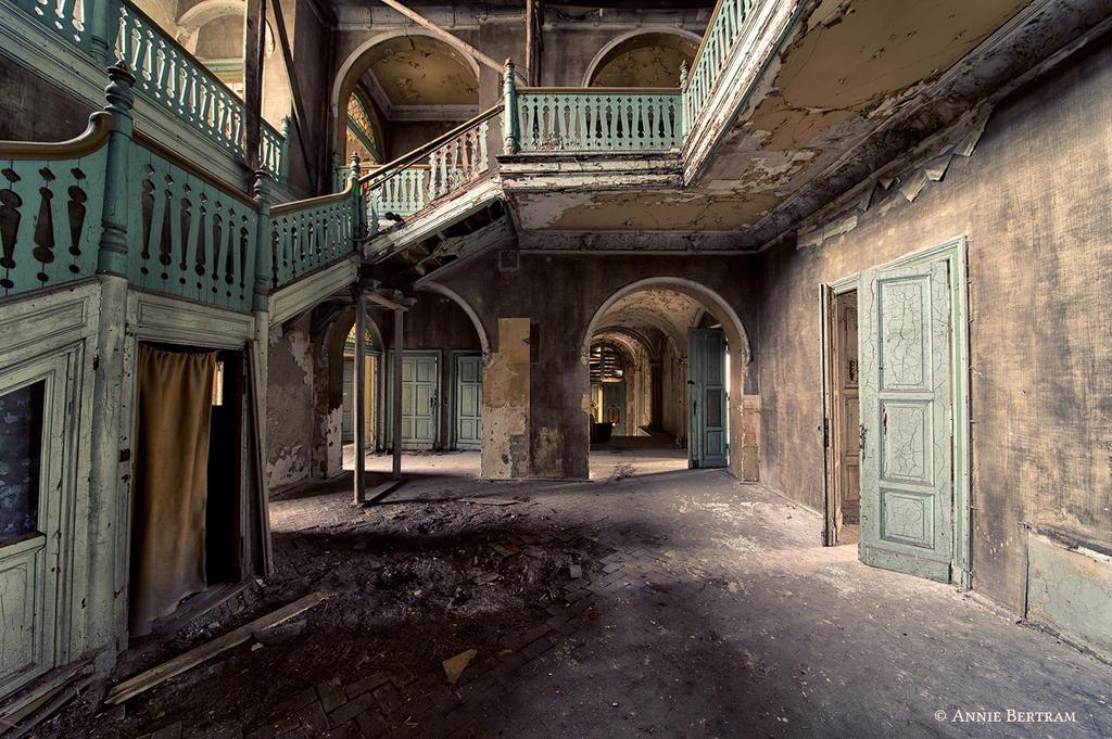 Villa Wonka by Annie-Bertram