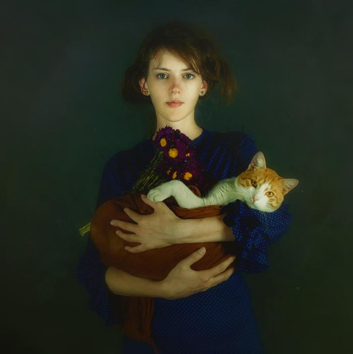 Fille avec un chaton