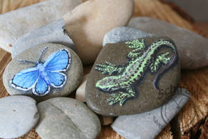 Lizard and butterfly stone