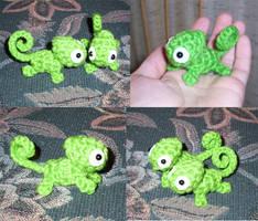 Mini Pascal the Chameleon Plushie by happysquidmuffin
