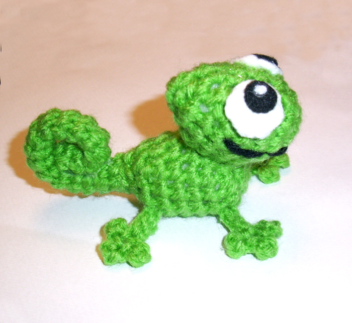 Small Pascal the Chameleon Plushie by happysquidmuffin