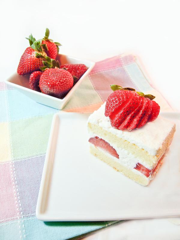 Japanese Strawberry Shortcake by MomentoMori08