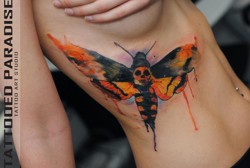 Мертвая голова тату бабочка