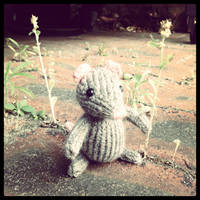 Marisol Knitted Mouse Holding Flower by AmareeLis