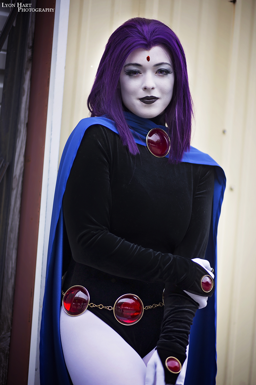 Teen titans raven cosplay