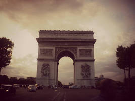 Arc de Triomphe by LittleRedHatter