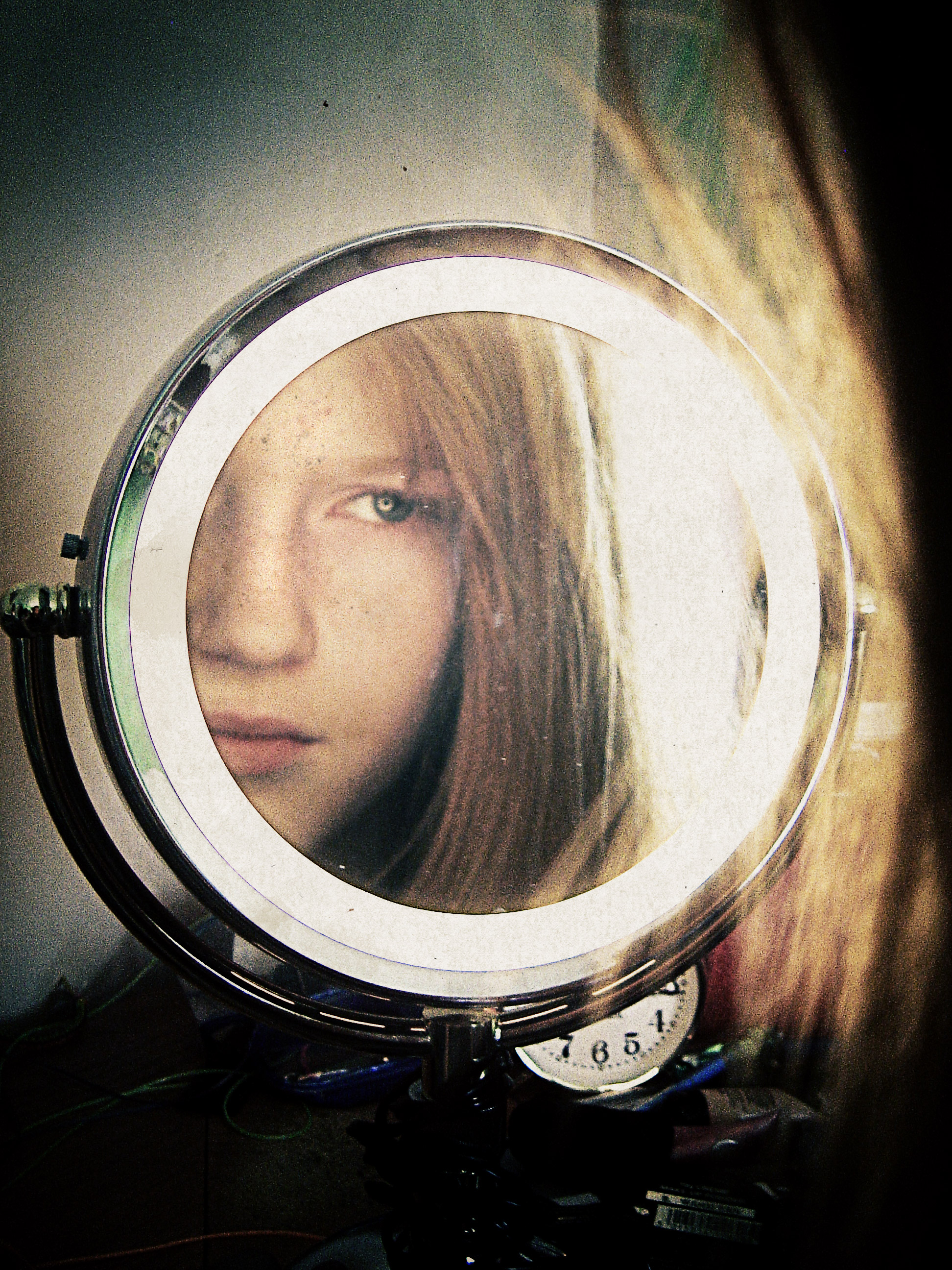 Girl in mirror 1 of 2 by everlite on deviantart for Looking mirror