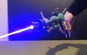 Atompunk Raygun, laser on by Anselmofanzero