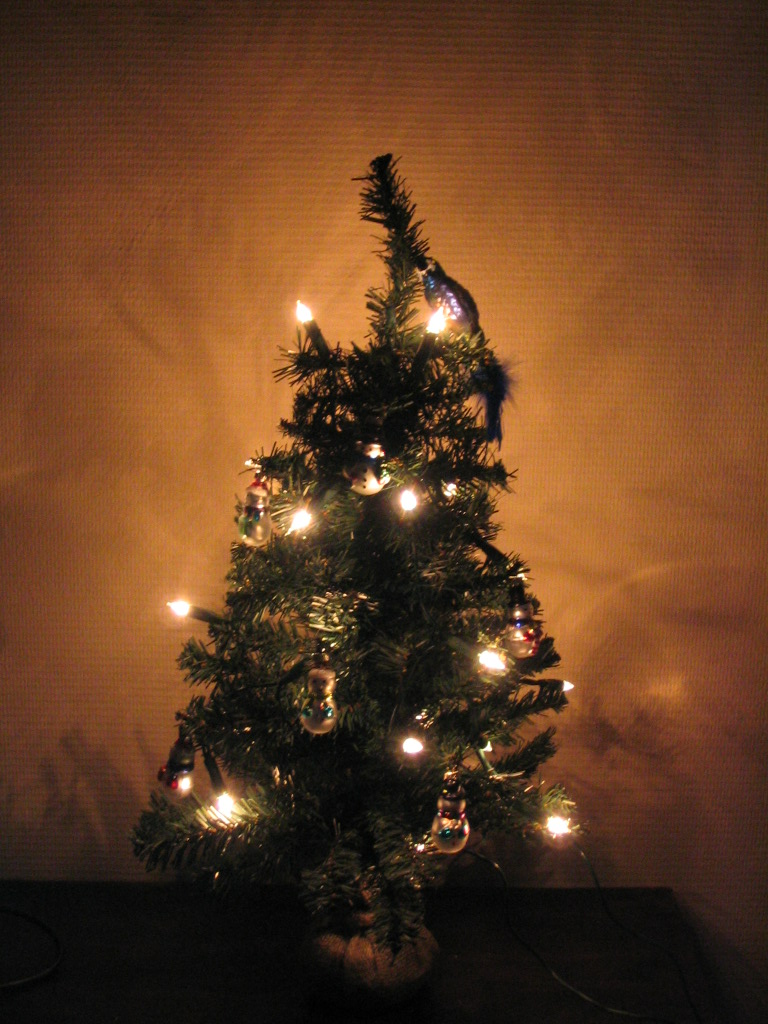 little christmas tree by andoien on deviantart