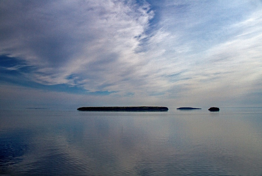 Islands in morning light by Rebacan