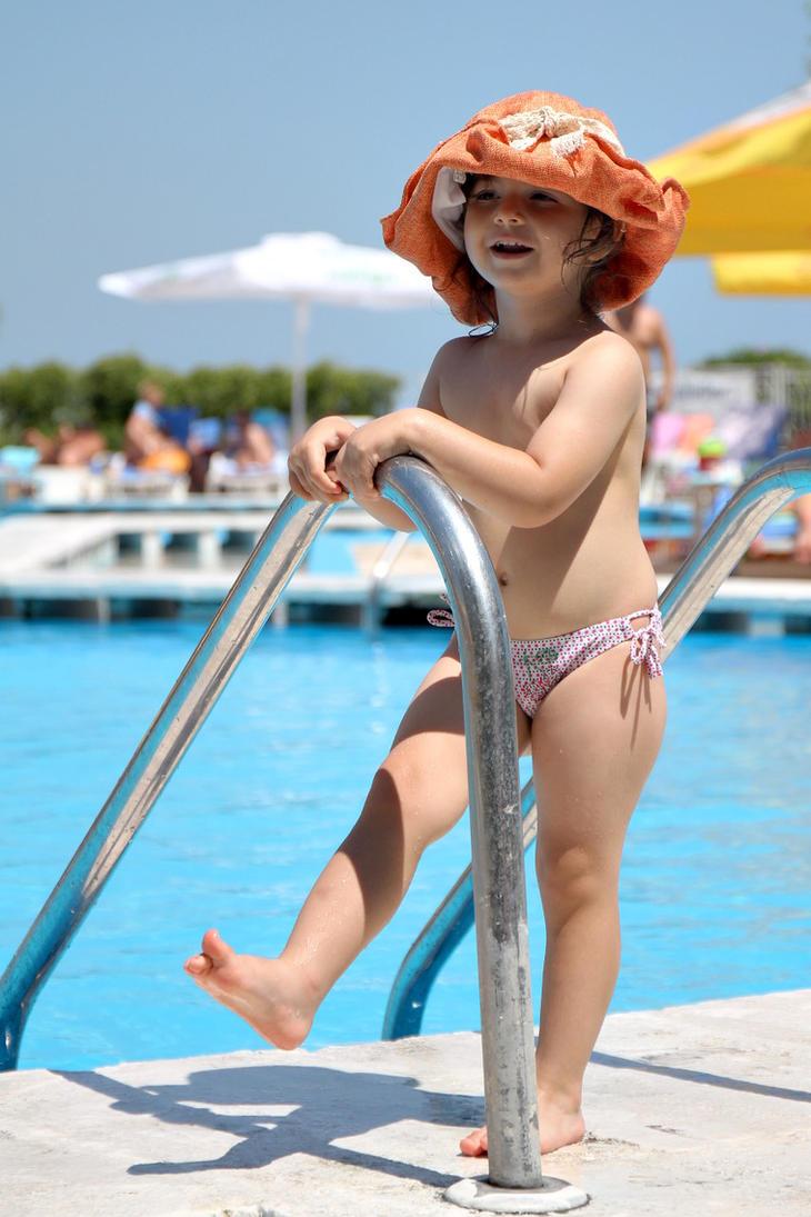 By the pool by nicubunu