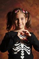She love Halloween by nicubunu