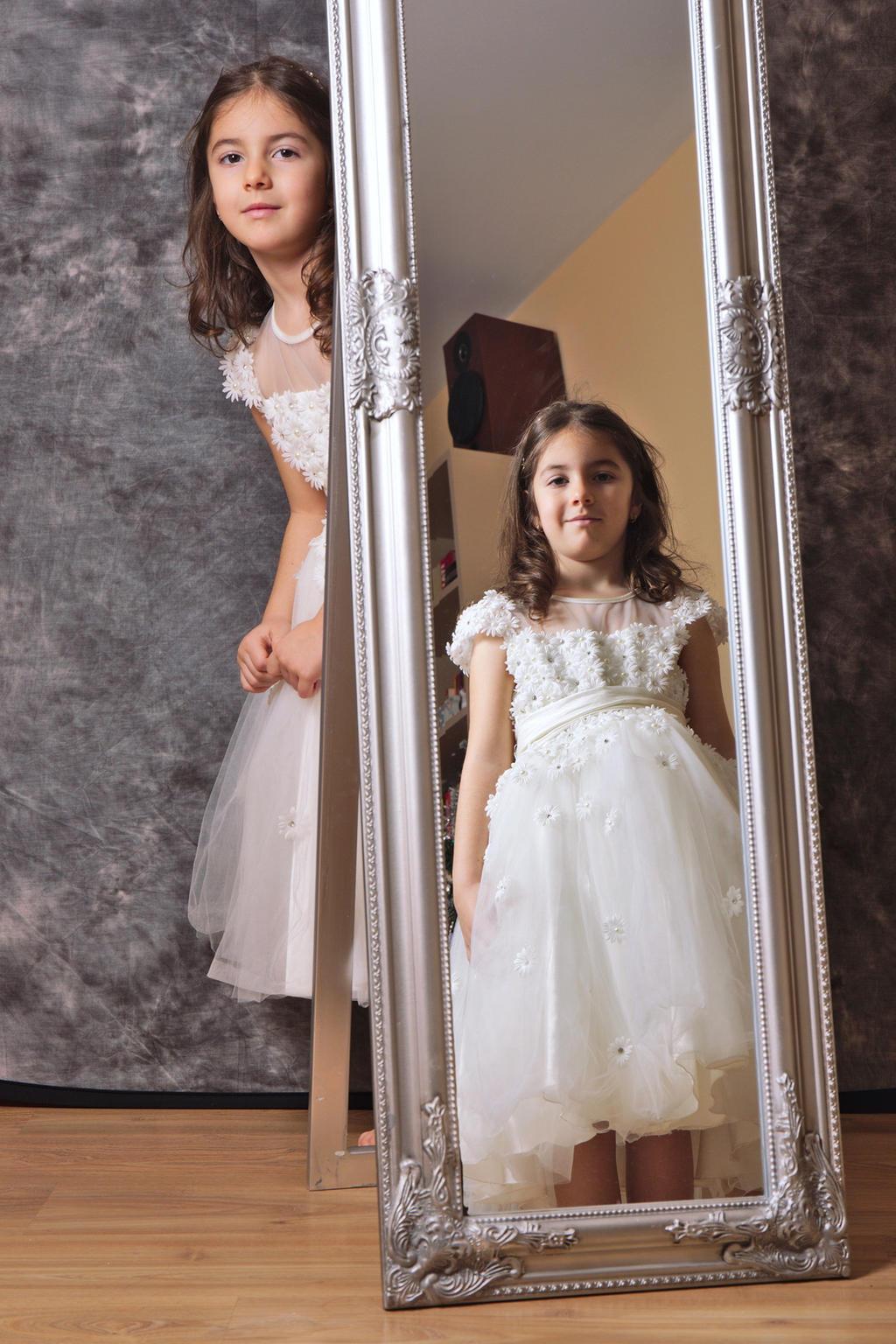 In the mirror by nicubunu