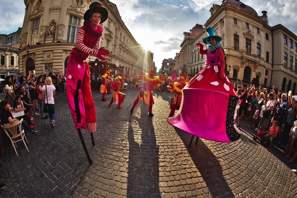 Surreal parade by nicubunu