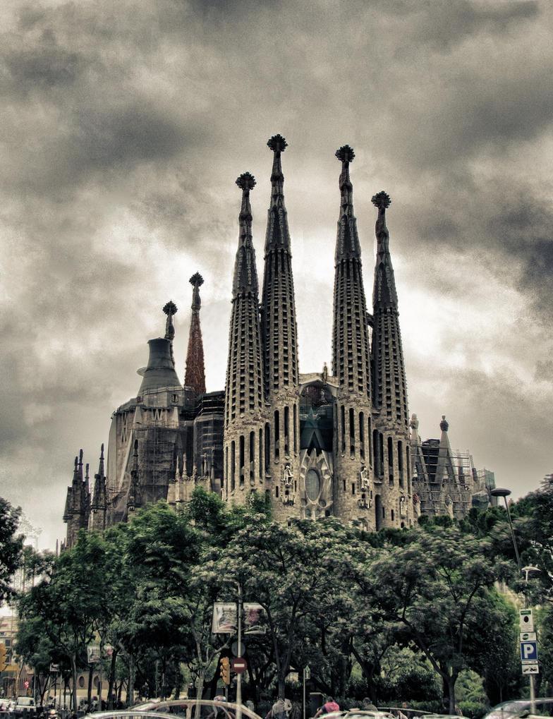 La Sagrada Familia by aiolos01 on DeviantArt