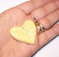 Salt and Pepper cracker charm
