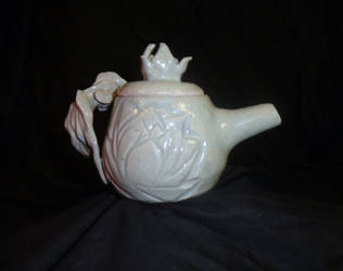 Celedon Gold Fish Tea Pot back