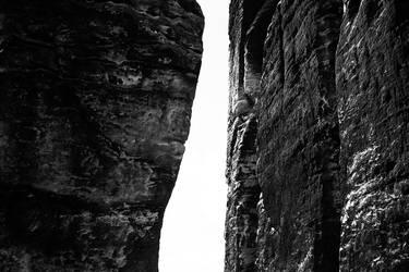 Monolithic I by He-Tian-Heng
