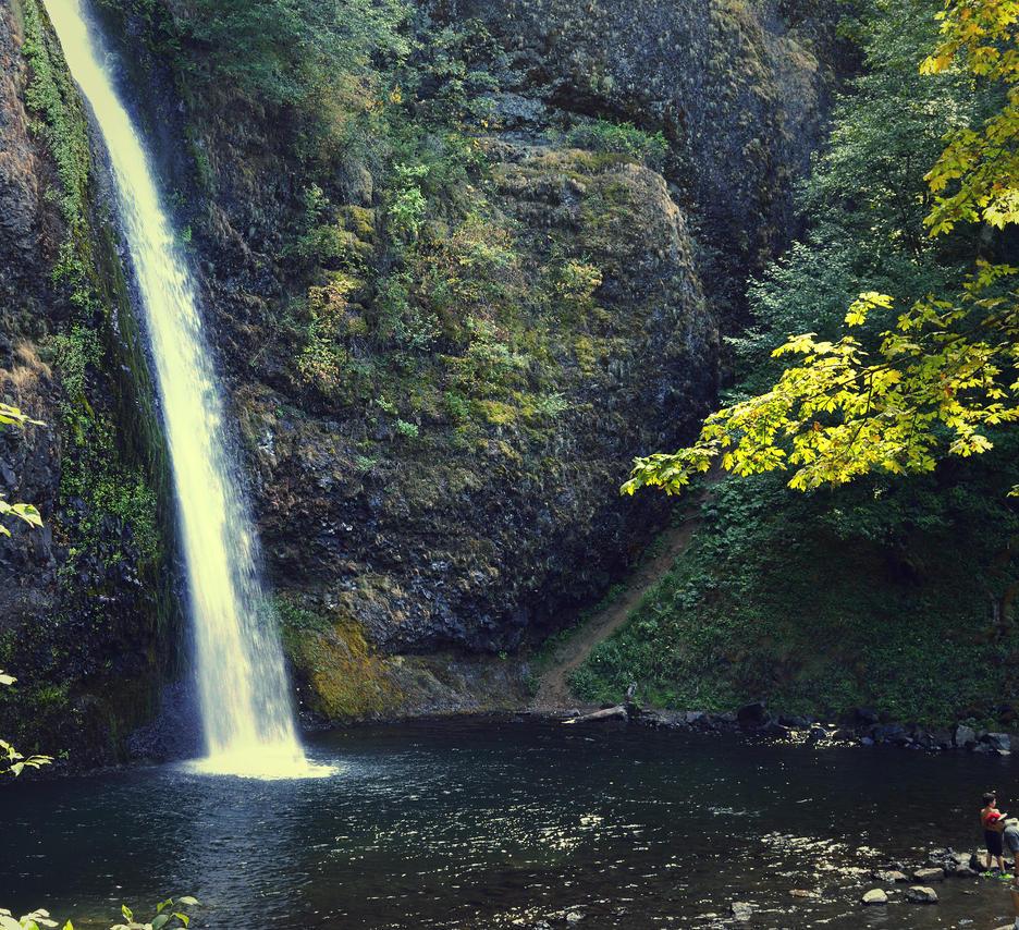 Horsetail Falls #2 by iloveloyers