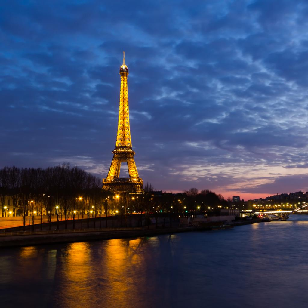 Eiffel-Tower-iPad-Wallpaper