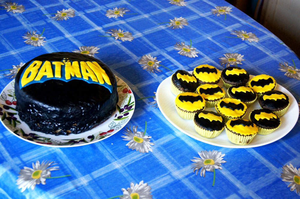 Batman birthday cake and cupcakes by dimebagsdarrell on DeviantArt