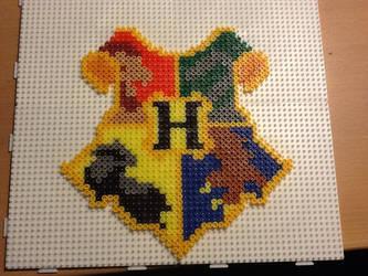 Hogwarts crest by Ilhja