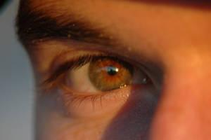 The naked eye by Philzang