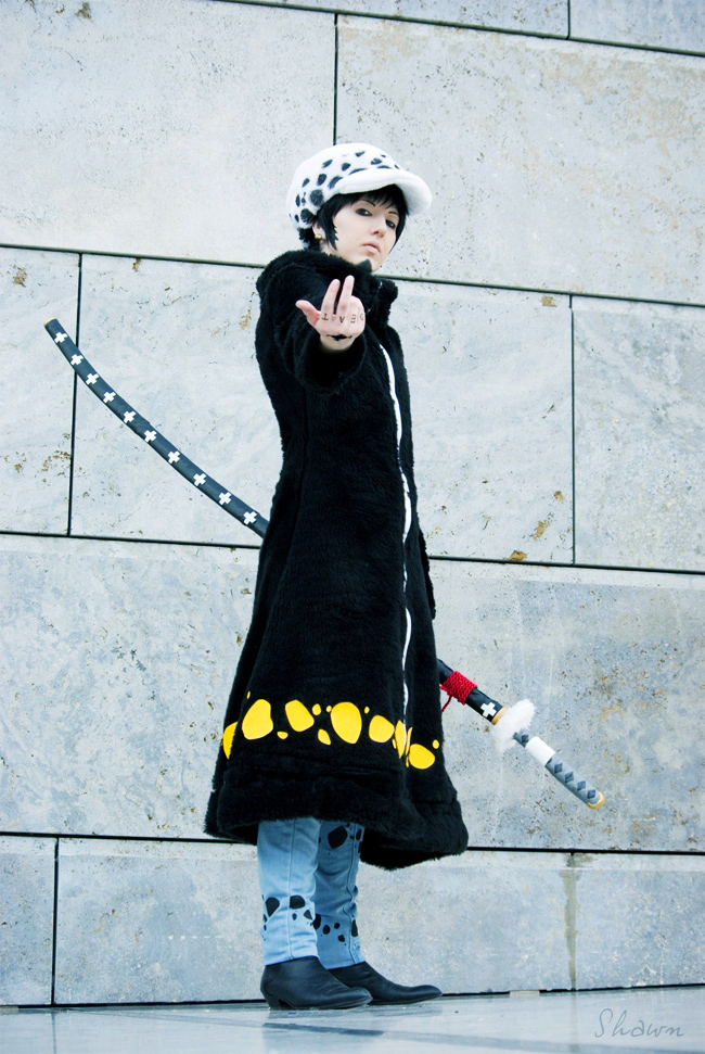 Le jeu du cosplay - Page 14 One_piece___trafalgar_law_cosplay___shambles_by_hikarulein-d5yvmu5