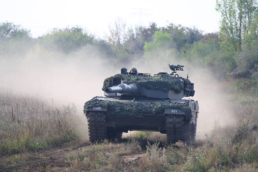Leopard 2A4 full speed