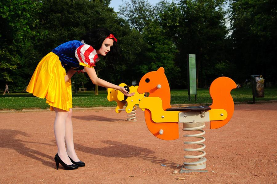 Blanche Neige et les animaux de la foret enchantee by flop404