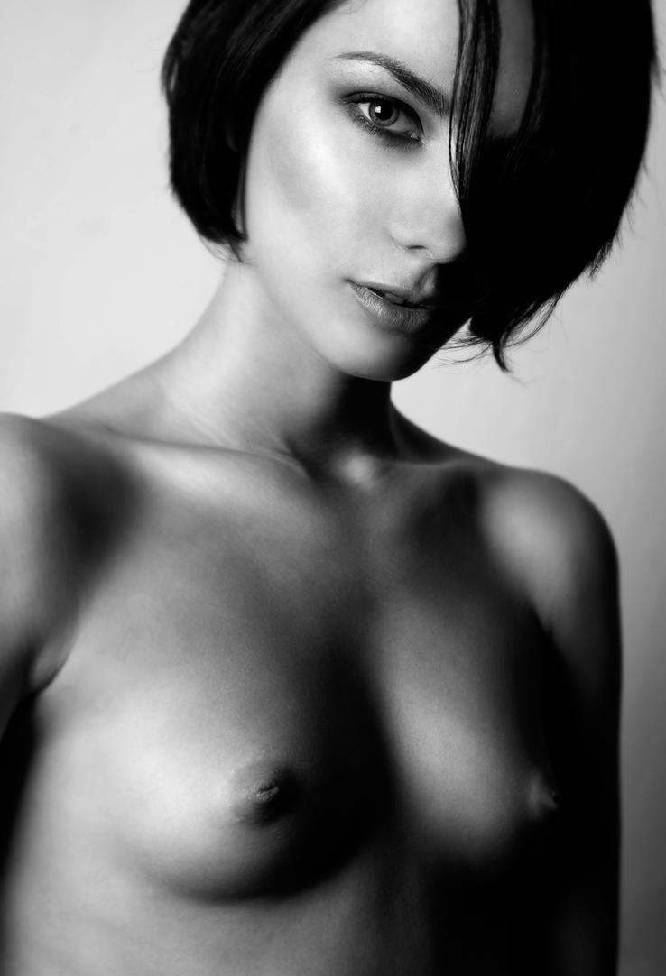 bw nude model test by Aledgan