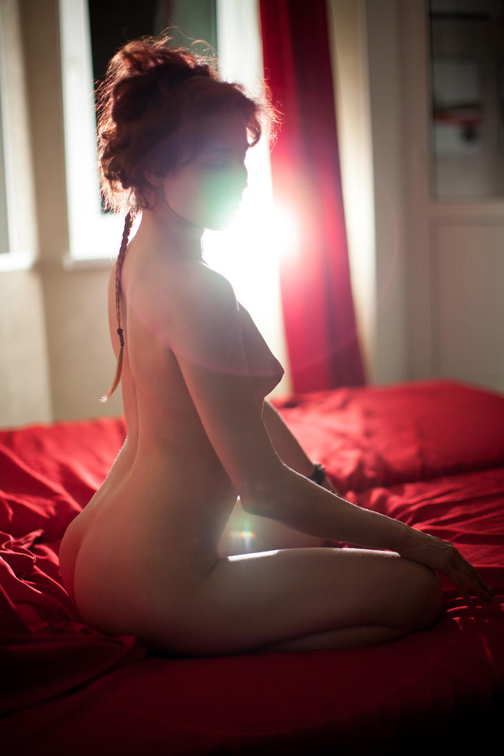 nude model test shot contra light by Aledgan