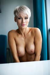 Shy portret(nude model test) by Aledgan