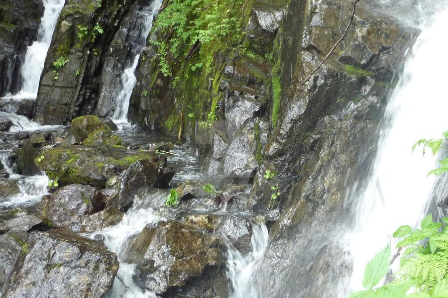Waterfalls near Iak lake by Jetta-Windstar