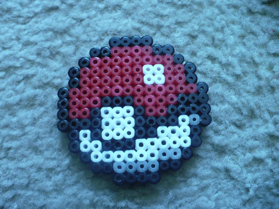 Perler bead pokeball by dragonshadower
