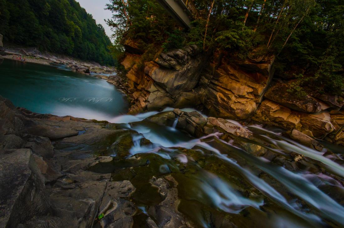Carpate's Waterfall by bulgphoto