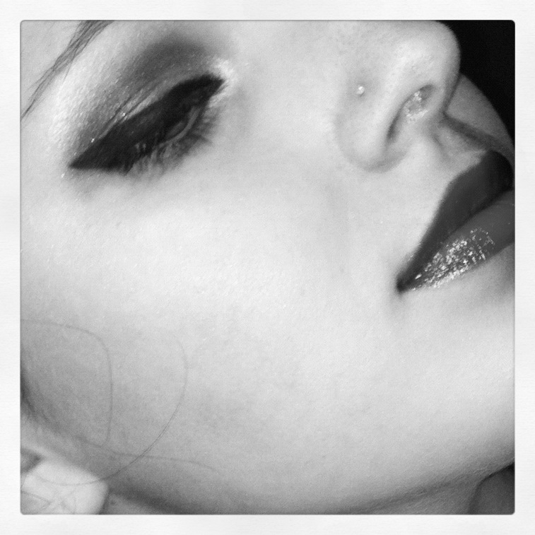 Makeup - Winged Eyeliner in Black and White by xxxKats-chancexxx