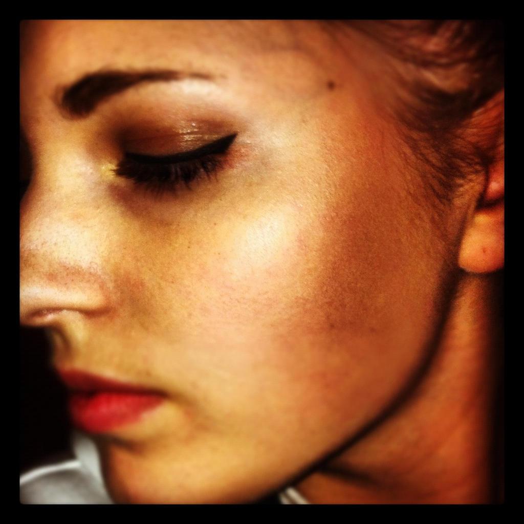Makeup - Simple Eyeliner by xxxKats-chancexxx
