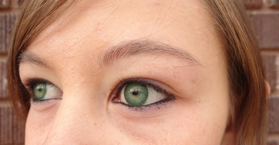 Natural makeup for green eyes