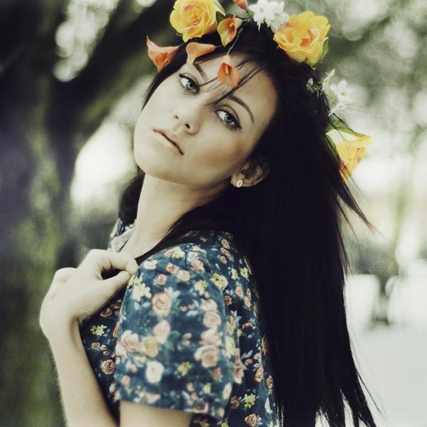 Zena i cvece Maja_i_by_paintedpoppy-d4qhy64