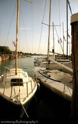 Dal molo oltre le barche