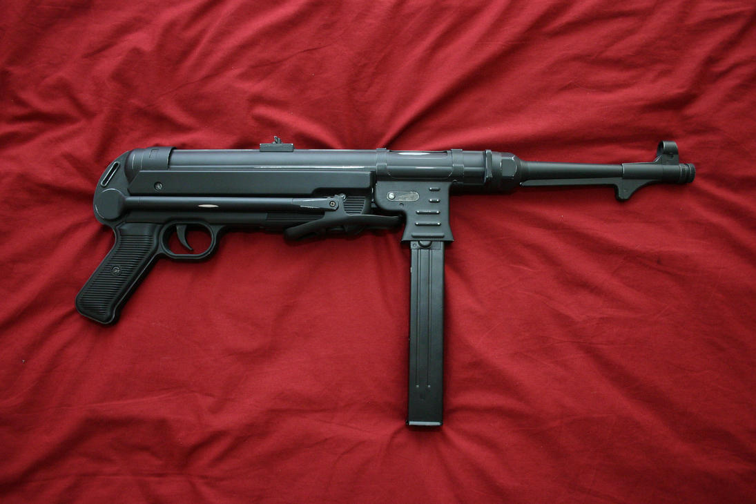 MP40 left by L-Jodorowsky